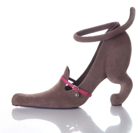 Ladies' high heel shaped like a crouching dog